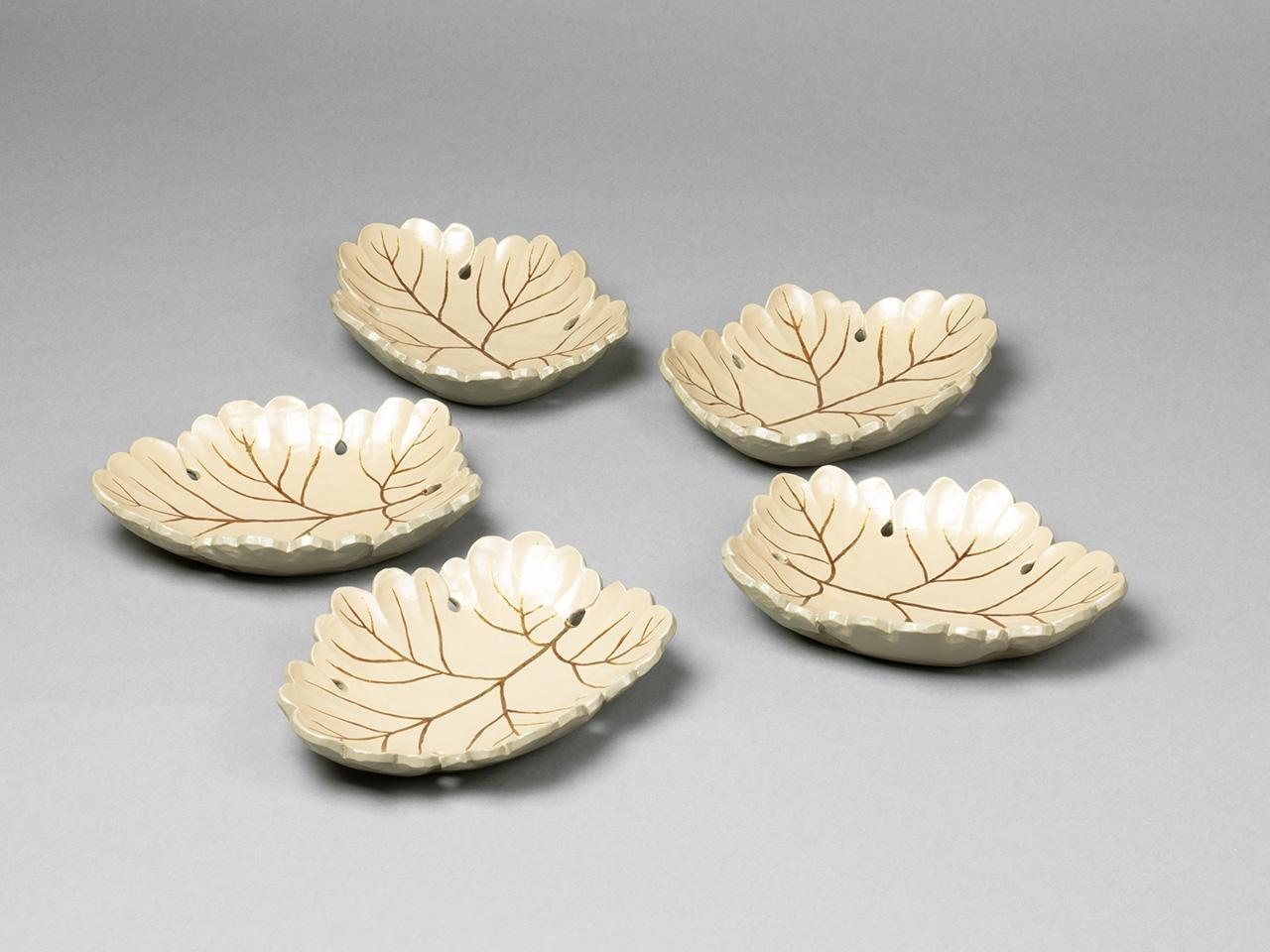 菊葉形 白漆塗向付