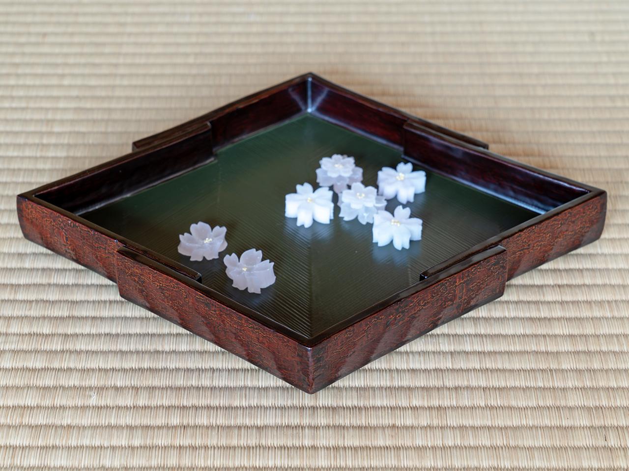 松皮菱の菓子器